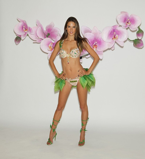 victorias-secret-fashion-show-2012-fittings-alessandra-ambrosio