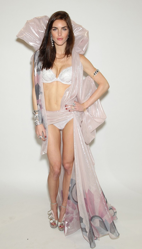 victorias-secret-fashion-show-2012-fittings-hilary-rhoda